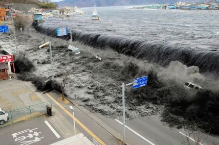 http://coreyturner.files.wordpress.com/2011/07/japan-earthquake-tsunami-nuclear-unforgettable-pictures-wave_33291_600x450.jpg?w=428&h=284
